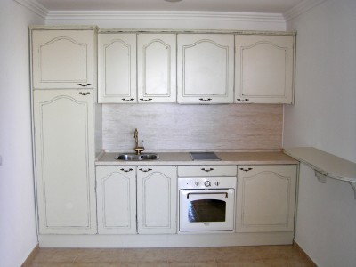 едноредна кухня