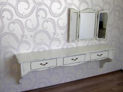 09-spalno-obzavejdane-starinnen-stil-toaletka-ogledalo-tri-chekmedjeta