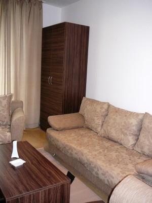 12-obzavejdane-za-hol-v-hotelski-apartament