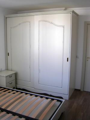 13-obzavejdane-za-spalnya-garderob-v-starinnen-stil-s-pluzgashti-vrati